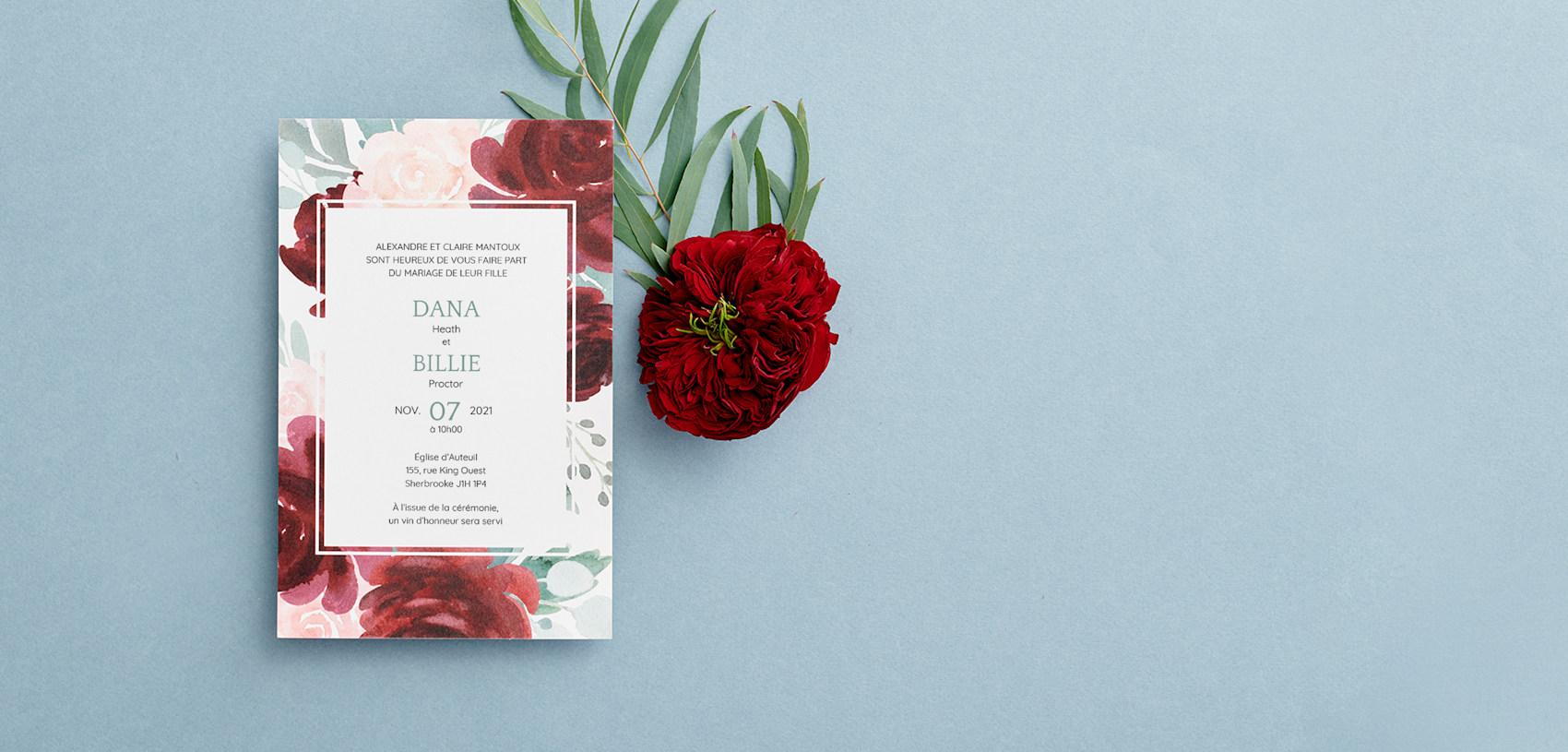 programmes de mariage personnalisés avec fleurs rouge foncé et vertes