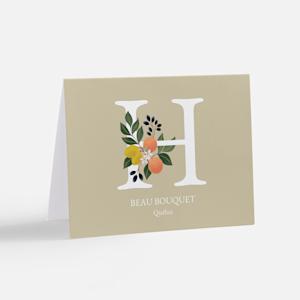 carte de souhaits personnalisée avec initiale et graphisme de fleur