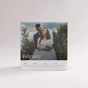desk calendar with wedding picture